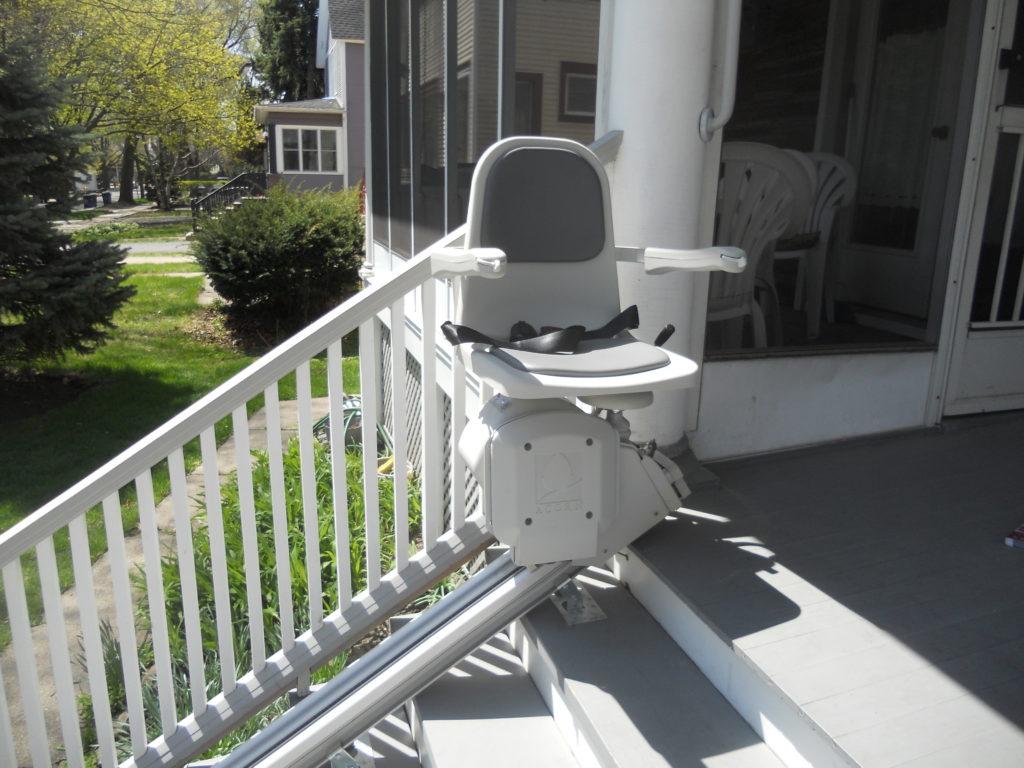 prix d un monte escalier estimez le tarif de cet quipement. Black Bedroom Furniture Sets. Home Design Ideas
