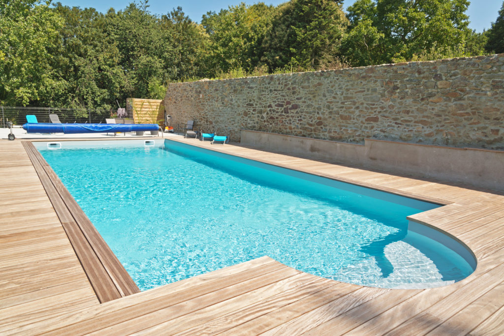 Le prix d 39 un liner de piscine estimez le budget de votre for Prix liner arme piscine